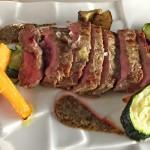 Carna di vitello alla plancha con spuma di patata verdure croccanti e senape