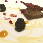 gelato al torroncino con salsa di passion fruit