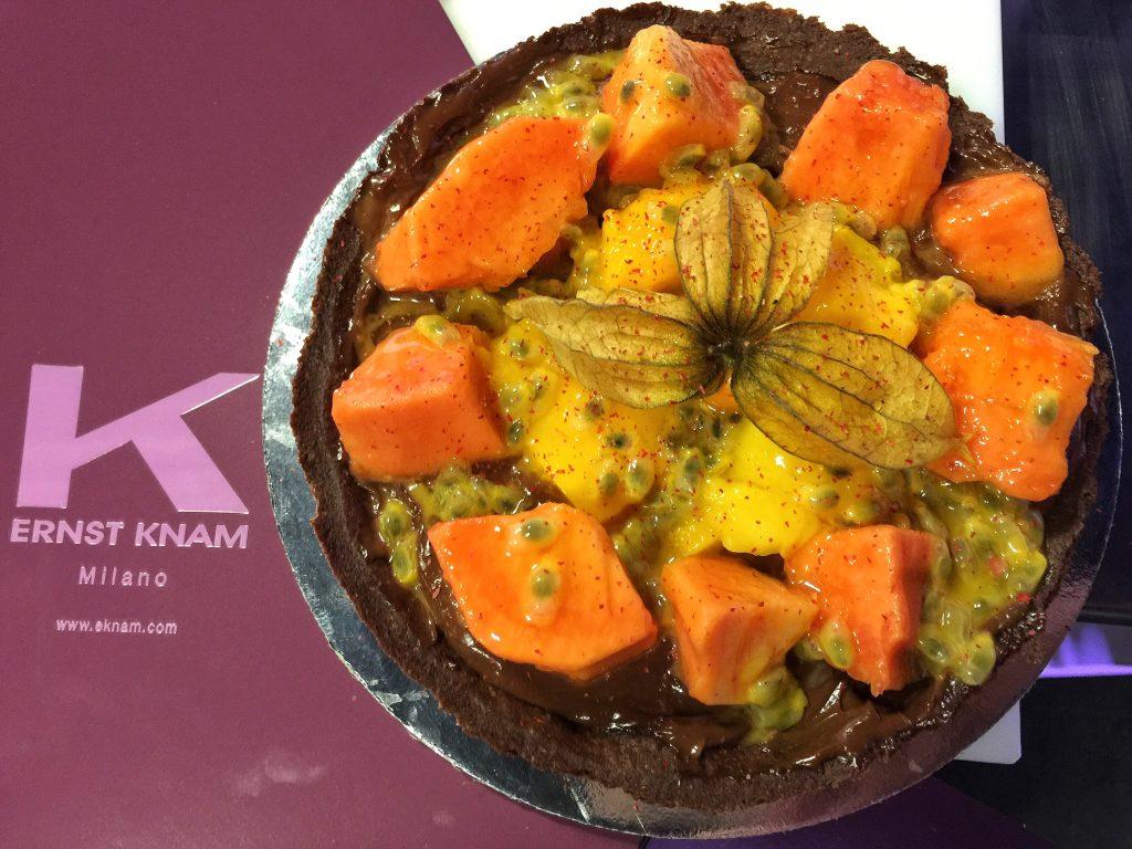 Cooking Class con Ernest Knam - Fondo Nero con frutta esotico e pepe rosa