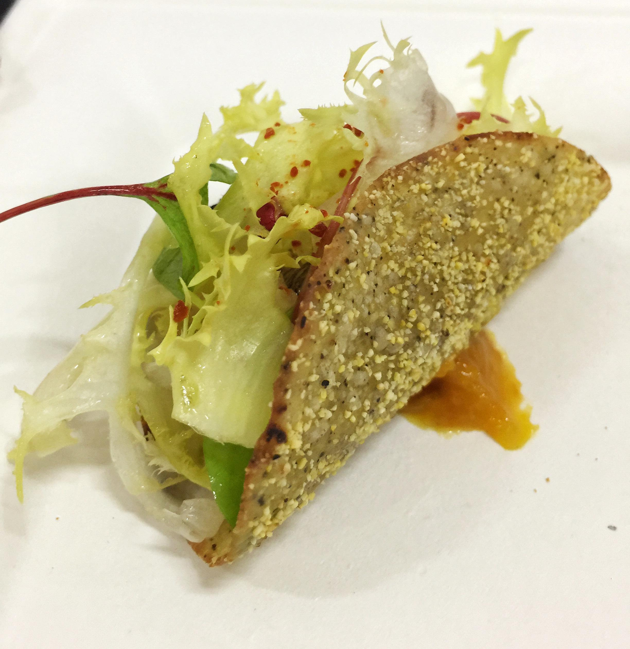 Taco di sgombro affumicato,kiwi fermentato e miso