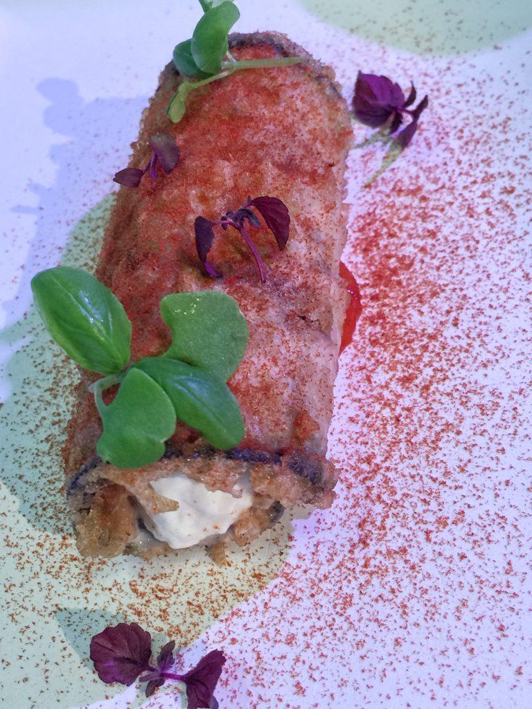 Parmigiana di melanzana, gambero rosso, stracciatella di burrata e basilico