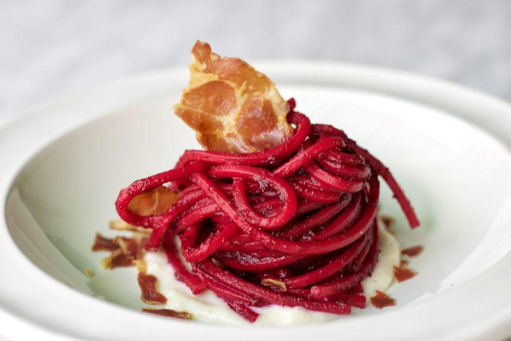 spaghetti alla barbabietola e crema di parmigiano reggiano